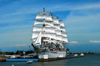 海の貴婦人 帆船海王丸 総帆展帆 イルミネーション 海王丸パーク